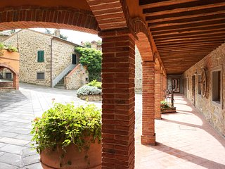 Beautiful 2 bedroom apartment with pool and air-conditioning, Cortona