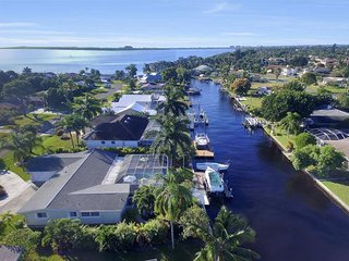 Villa Azzurro Cape Coral Waterfront Vacationhome