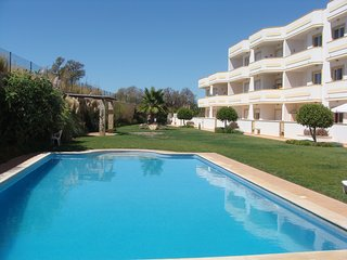 TWO BEDROOM LUXURY APARTMENT, Guia