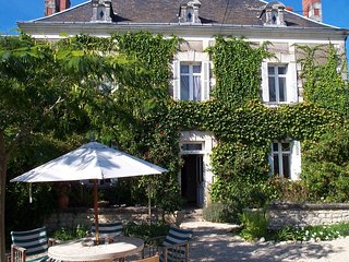 Charmante Maison de maître met verwarmd zwembad voor 6 gasten, grote tuin., Nouâtre