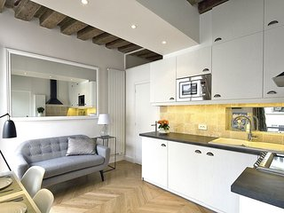 The Best Area in Paris! Luxury En-Suite Bathroom & Fully Equipped Kitchen
