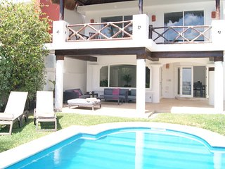 Luxury Water Front 5 Bedroom Home -18  people - Private Garden, Pool, Dock