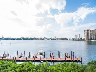 Spacious and Modern Vacation Rental, Amazing Intracoastal Views!