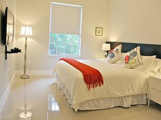 Spacious and Modern Vacation Rental, Just two miles from Disney!, Kissimmee