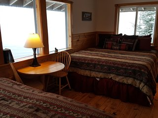 Superior Bay-View #8 Bay / Mountain Views / Free Breakfast/ Family Lodge, Seward