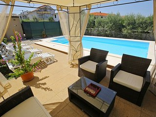 Villa with heated swimming pool, 500 m away from the beach
