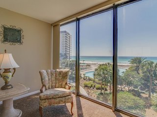 Oceanfront escape w/shared pools, hot tub, & more - snowbirds welcome!