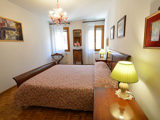 MAURICE - just behind the Frari Cathedral, aircond, wifi, 2 pax