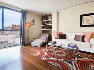 Chic 80m2 apartment on Passeig de Gracia in the very center of Barcelona - B118