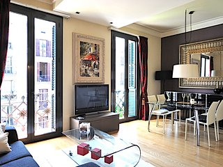 Comfortable 2 bedroom art deco apartment in the city center - B200