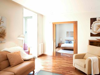 Comfortable Apartment with Direct View on the Plaza Catalunya - B341