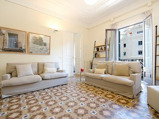 Classic Spanish Flat with original mosaic floors and spacious rooms - B361
