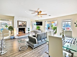 Beautiful Balboa Family Location - Walk to Sand, Pier and Restaurants!