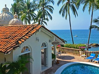 5 BR upscale Gorgeous ocean front  House !Do not miss it!