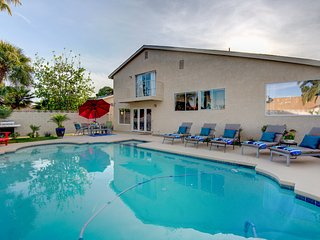 **Gorgeous Home Perfect Location Huge Pool**
