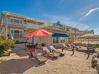 Lovely beach condo w/ semi-private beachDesigner Decorated & A/C Equipped