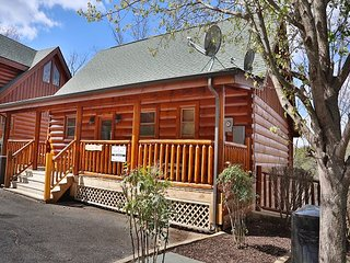 Wild Adventures a one bedroom romantic cabin that captures the imagination, Sevierville