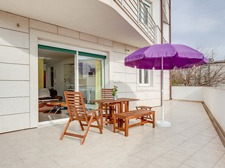 Spacious Modern Apartment with Sunny Terrace and Private Parking