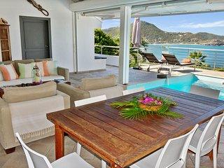 Vaea , villa de location à la semaine offre une vue exceptionnelle sur mer.