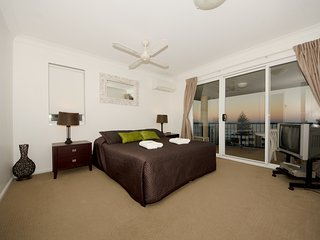 1 Bedroom apartment - near the beach - 5, Broadbeach