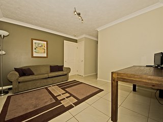 1 Bedroom apartment - near the beach - 4, Broadbeach