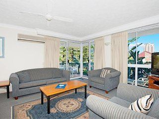 2 Bedroom family apartment near the beach - 2, Broadbeach