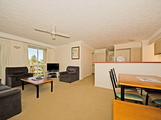 2 Bedroom family apartment near the beach - 4, Broadbeach