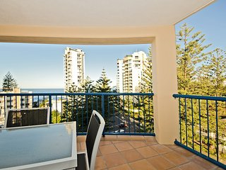 Luxurious 2 bedroom Penthouse apartment - Close top the Beach - 1, Broadbeach