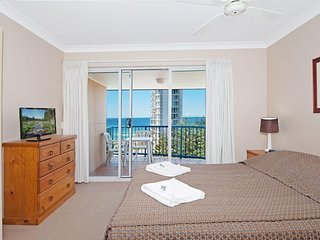 Luxurious 2 bedroom Penthouse apartment - Close top the Beach - 2, Broadbeach