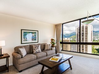 Renovated Condo Close to Beaches and FREE Parking!
