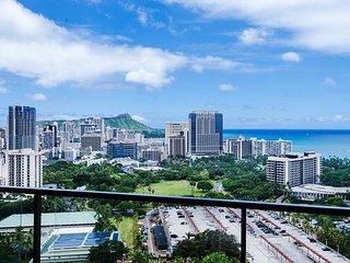 Panoramic Ocean View 2BR Condo w/ many Amenities!, Honolulu