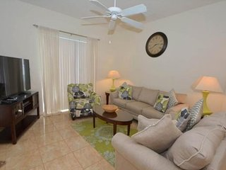 Tuscan Hills 4 Bedroom Pool Home Minutes From The Parks. 148BD, Kissimmee