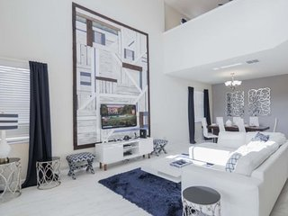 Spectacular 5 Bedroom 5 Bath Pool Home in Solterra Resort. 5505SB, Kissimmee