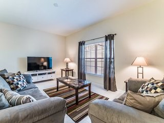 Gorgeous 5 Bedroom 4 Bath Town Home with Pool in Storey Lake Resort. 4801BRL, Old Town