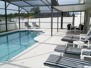 Spacious 4 Bedroom Home with Large Fenced In Private Pool. Sleeps 11. 619MS, Davenport