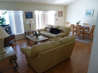 Lovely 3 Bedroom 2 Bath Pool Home in Briargrove. 215GD, Davenport