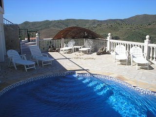 3 bedroom modern villa with private pool and all day sun