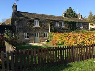 Pretty 1750 grade 2 listed yorkshire stone cottage in Harewood near Leeds