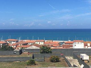 Monolocale con ampia terrazza vista mare