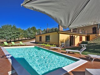 CASALE FRANCESCA - Private Villa with Pool, wi-fi, beach 15 Km, pet-friendly, Morrovalle