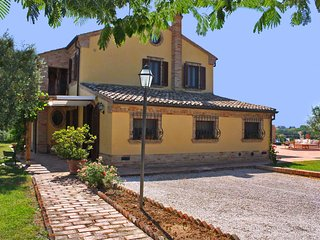 CASALE FRANCESCA - Private Villa with Pool, wi-fi, beach 15 Km, pet-friendly