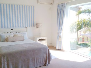 Tranquility Room with calm tones and stunning views., Mossel Bay