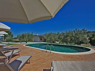 VILLA ROSA - Private Villa with Pool, wi-fi, beach 25Km, air-co, pet-friendly, Fossombrone