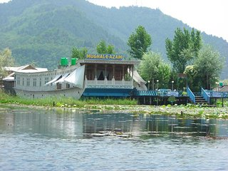 Mughal - E - Azam Group of Houseboats