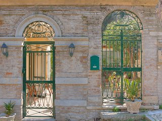 Durrells iconic str, stunning home with garden next to New Fortress Corfu