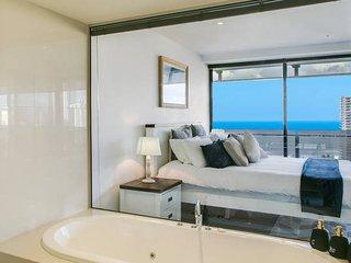Lvl 20 Breathtaking views! Heart of Surfers Paradise 5 Star home & facilities