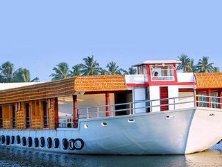 Eight Bedroom Premium Houseboat, Alappuzha