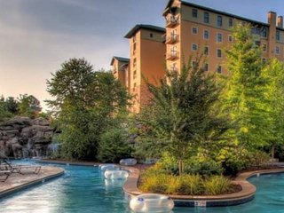 Riverstone Resort #156 - Lazy River - Indoor Pool - Close to Dollywood, Pigeon Forge