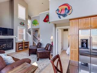 Dog-friendly, lakeview home w/loft, fireplace, & hot tub, room for 8 - paradise!