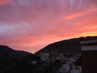 Penthouse with stunning lake views -Ideal for Granada/Sierra Nevada. Free wifi!